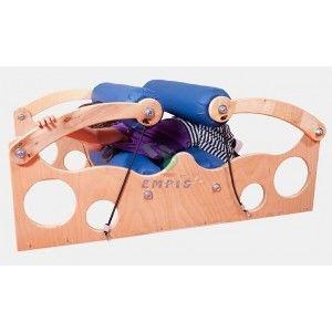 Maglownica - dzieci przeciskając się pomiędzy wałkami stymulują układ czucia głębokiego