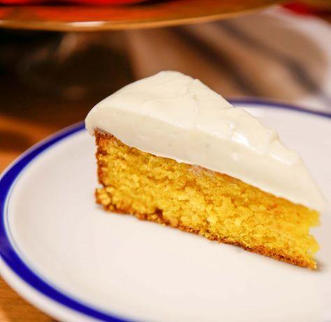 saffranskaka med mandelmassa och vanilj