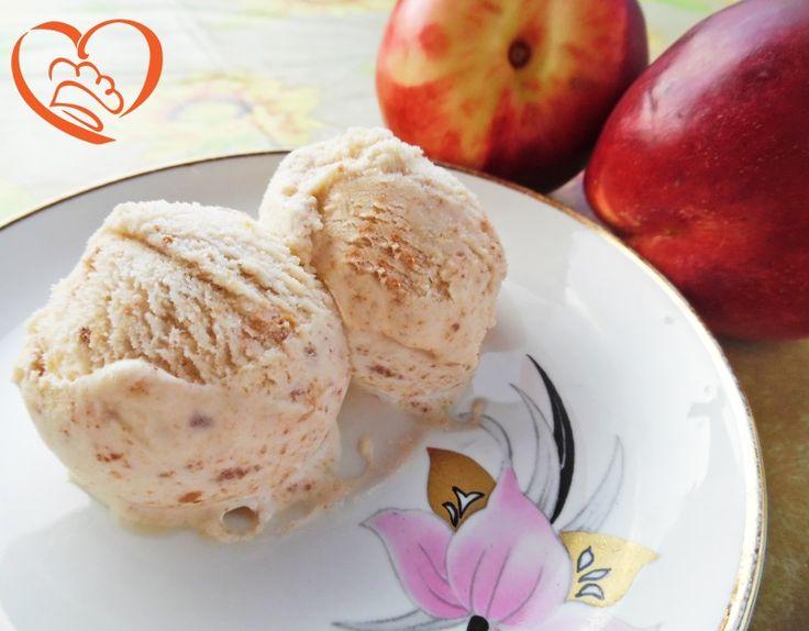 Gelato agli amaretti (con gelatiera) http://www.cuocaperpassione.it/ricetta/bf291f4c-9f72-6375-b10c-ff0000780917/Gelato_agli_amaretti_con_gelatiera