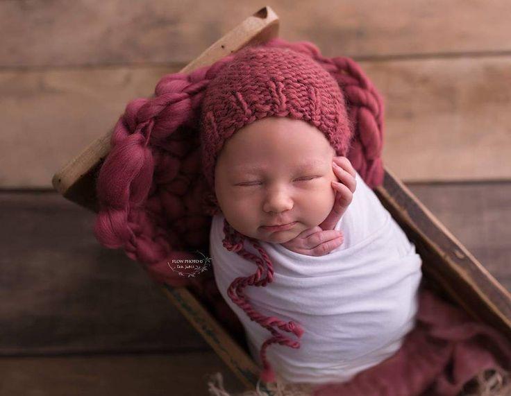 Photography by @flowphoto_bytothjudit #photoprops #handmade #handcraft #newbornphotpgraphy #newborn #photography #newbornphotoprop #newbornphotoprops #newbornprops #etsyshop #etsy #propshop #prop #woolanddreams #wool #mik #woolblanket #Blankets #blanket #handspun #mauve #bonnet