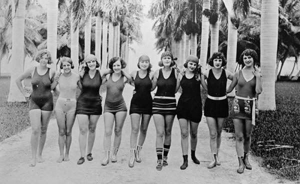 RoomHistoria Traje Rachel´s Baño De Evolución Fashion Y Del EHYeWD9b2I