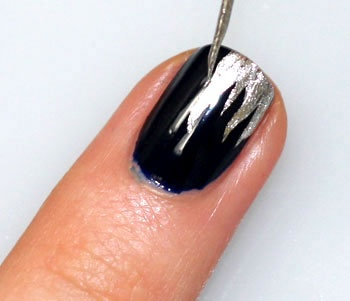 Nail Art Frosted Icicles: This design might just be a Vixen fave! The silver coat and shimmering and sparkling combo adds pizazz to any nail bed!