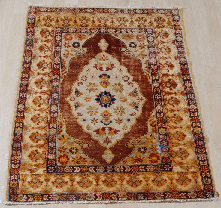 Schuler Auktionen Zürich     Kayseri-Seide Z-Türkei, um 1920 80x115 cm (ft. 2.6x3.8).