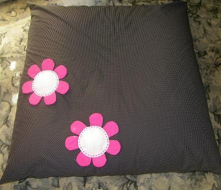 sedací vak 120x120, vnitřní vak naplněn polystyrénovými kulikčami, vrchní vak s aplikacemi květin je pratelná