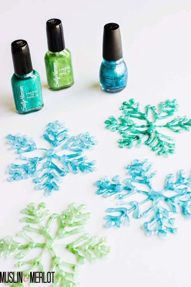 Glue Gun Snow Flakes  |   http://diyjoy.com/hot-glue-gun-crafts-ideas