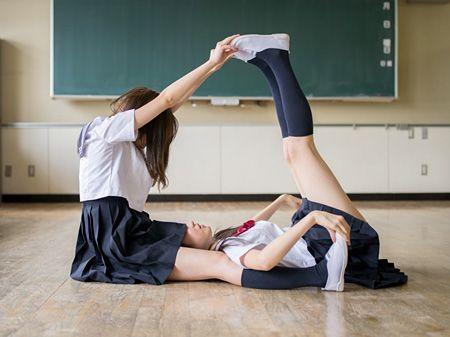 写真家・青山裕企個展で代表作『ソラリーマン』『schoolgirl complex』を展示