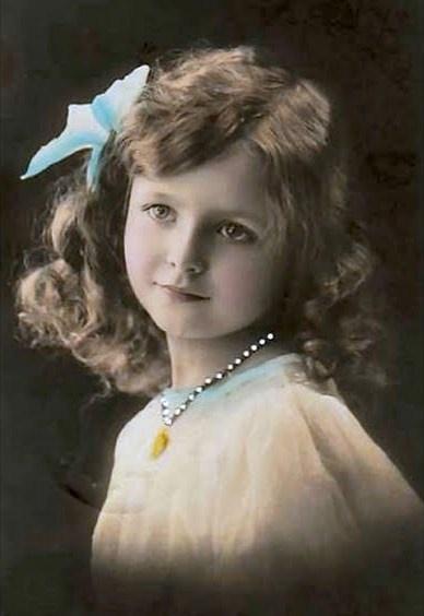 *A TOUCH OF NOSTALGIA ~ sweet vintage girl