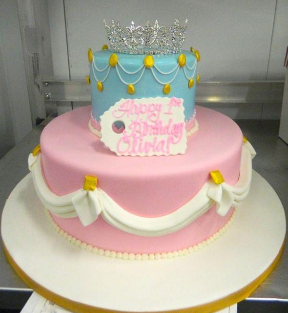 Newborn birthday cakes