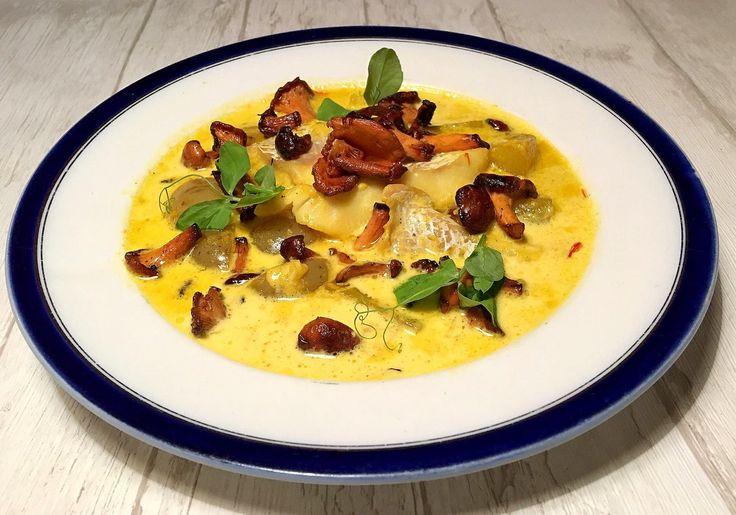 Suppe med torsk, safran, kartofler og smørristede kantareller