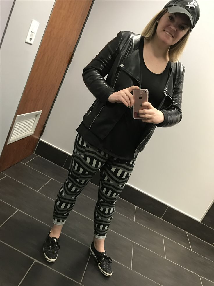 #llrseptemberchallenge #llrwhitneybriscoe lularoe classic tee paired with lularoe buttery soft leggings and leather jacket, makes for a cute comfy casual outfit.