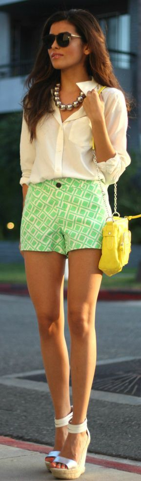 Printed shorts, statement necklace, pop-of-colour on a mini bag... Done, done and: done!