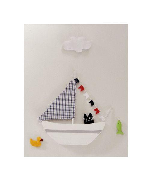 Kinderzimmerdekoration - Mobile Holzschiff mit Piraten - Katze, Wolke, Ente - ein Designerstück von uggla-deko bei DaWanda