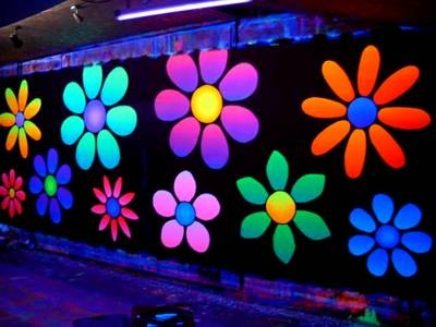 UV artwork is becoming really popular with the the late night party scene. Local artists paint these amazing works which are lit by blacklights in the evening to create a party atmosphere.