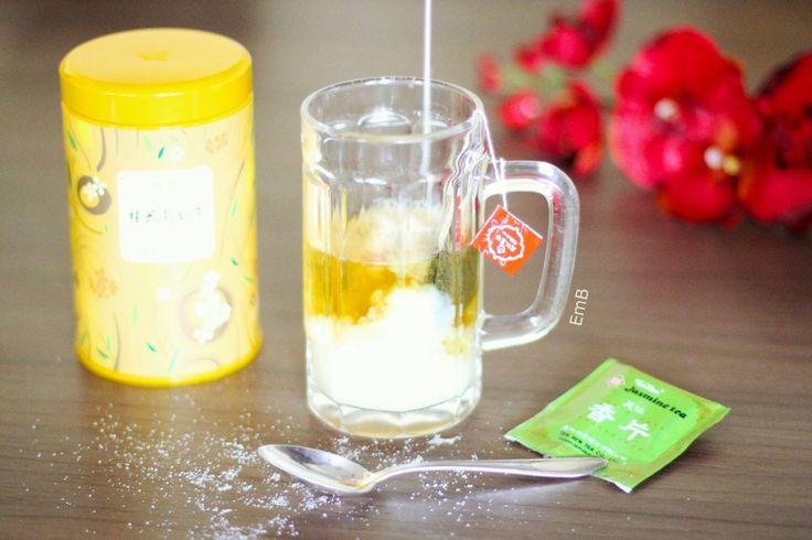 *Chinesischer Jasmin-Tee mit Süße & Sahne von Eva B.     200 ml heißes Wasser     ein Teebeutel chinesischer Jasmin Tee (meiner ist von der Marke Ten Ren)     1/2 EL Zucker     Prise Zimt     50 ml Meggle Sahne hinzugeben
