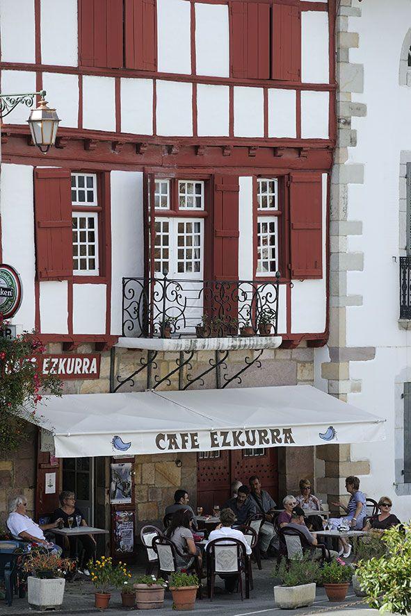 Ainhoa - Pays Basque - France  @Carol Norwood -IT© : c'est pas le bar qui nous a abrités pendant la grosse averse ? ^^