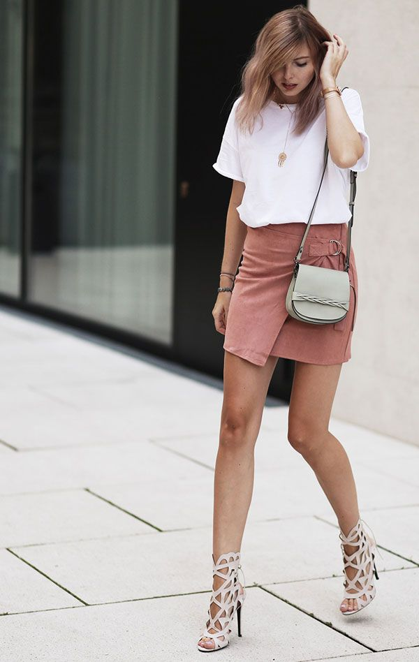 look t-shirt suede skirt