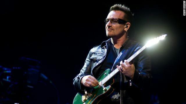 El gobierno mexicano otorgó al cantante irlandés Robert David Hewson conocido como #Bono la condecoración del Águila Azteca en grado de insignia por su trabajo en el combate a la pobreza y enfermedades en el mundo.