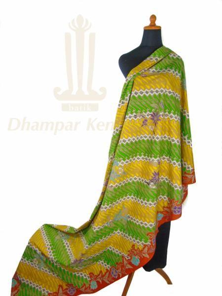 IDR: 1.250k | Kain Batik Tulis Warna | Motif: Parang | Ukuran kain: 2,50m X 1,10m | Kode: 070.  #batik #dhamparkencono #solo #java #boutique #batiktulis