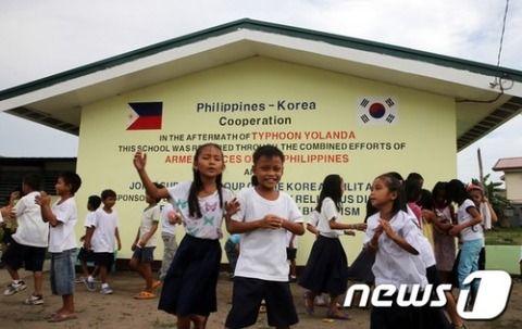【韓国】日本の支援で作られたフィリピンの小学校から「日の丸」が消され「太極旗」が描かれる[06/27] :  じゃぱそく!