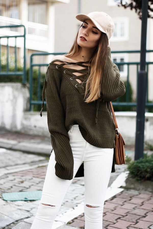 For a girly and edgy look, style your lace up sweater with white jeans.❤❤ @melikecim #laceupsweater #loosesweater #streetfashion #romwe