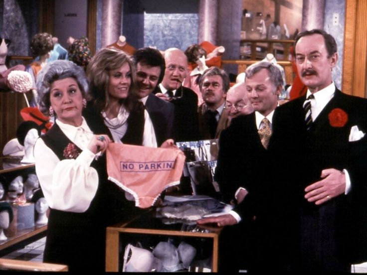Are you being served? (Wordt u al geholpen?) - Engelse Comedy in een warenhuis