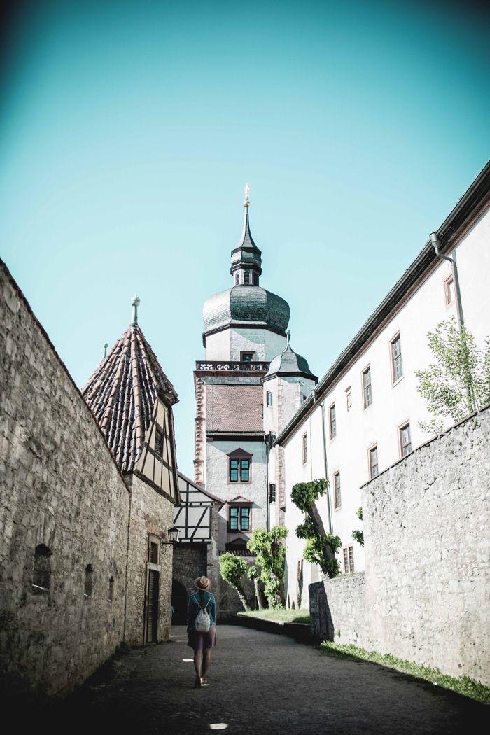 Die fränkische Lebensart genießen könnt ihr besonders gut in der Innenstadt von Würzburg. Lasst euch während eure Städtereise einfach treiben mit unseren Reisetipps für Würzburg.