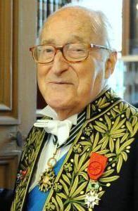 Fauteuil 9 - Alain Decaux décédé le 27 mars 2016.