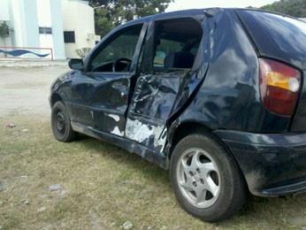 Motociclista morre em colisão em cruzamento na Zona Sul do Recife  Batida foi no encontro das avenidas Recife e Dom Hélder Câmara.  Motorista do carro fugiu, mas foi encontrado pela Polícia Militar. Um homem morreu vítima de um acidente de trânsito, na manhã desta quinta-feira (15), no bairro do Ibura, na Zona Sul do Recife. De acordo com informações repassadas pela Companhia de Trânsito e Transporte Urbano (CTTU), a colisão entre um carro e uma moto aconteceu por volta das 4h, no cruzamen