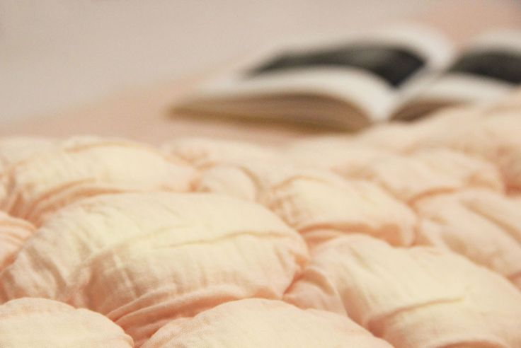 Dutch material design studio buroBELÉN and textile atelier Febrik collaborated to create the Laying Bag, a sleeping mattress that changes color over time. #vantilburgnaarMilaan #milantextiles