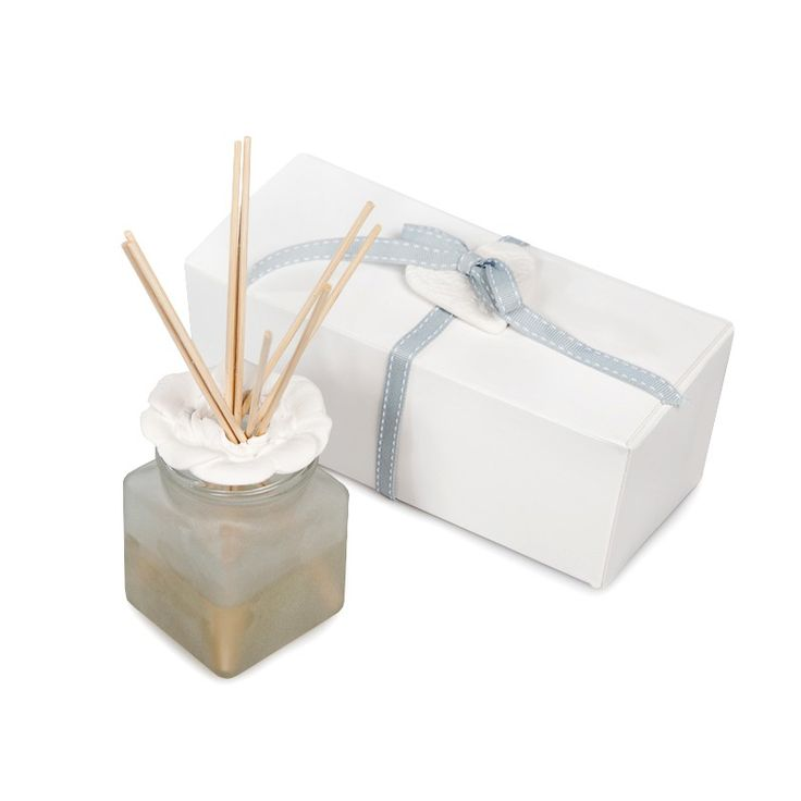 Reed Diffuser Gift Set with Essential Oil Blend. Contains a 100ml essential oil blend, ceramic rose petal shoulder and 6 reeds