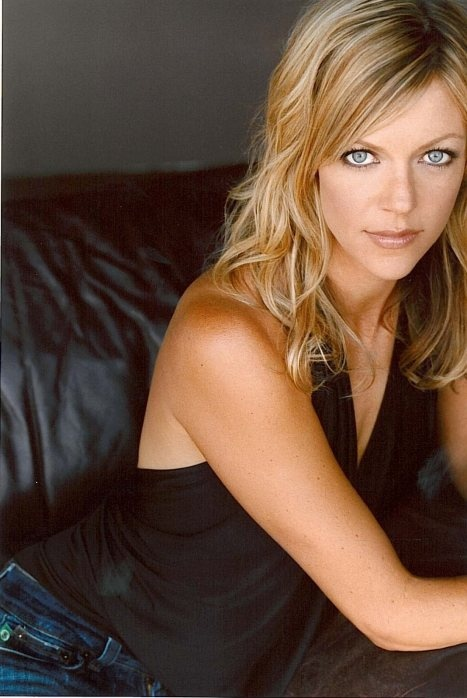 """Kaitlin Olson is an actress best known for playing Deandra """"Sweet Dee"""" Reynolds on It's Always Sunny in Philadelphia. She attended the University of Oregon. Olson was a part of the improvisational group the Groundlings. She made appearances in films and TV series such as Curb Your Enthusiasm and The Drew Carey Show."""