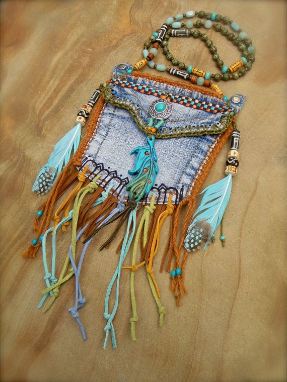 Ähnliche Artikel wie custom make DENIM medicine bag tribal american INDIAN medicine bag with FEATHER charm turquoise suede leather beaded necklace auf Etsy