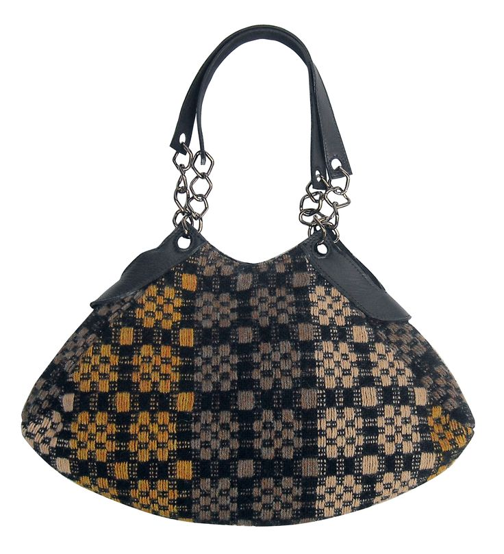 Luce bag in handwoven fabric innu nutmeg. 100% shetland wool. leather and chain handle