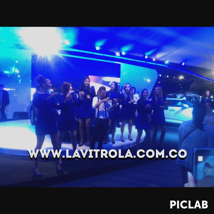 Feria internacional del automóvil Colombia pabellón Hyundai. Show de violinista con Dj. #musica #eventos #bodas #matrimonio #musicamatrimonio #musicaboda #musicaeventos #lavitrola #vitrola #bogota #colombia #musicoscolombia #musicoseventos  #lavitrolabogota #showcolombia #showbogota #musicos