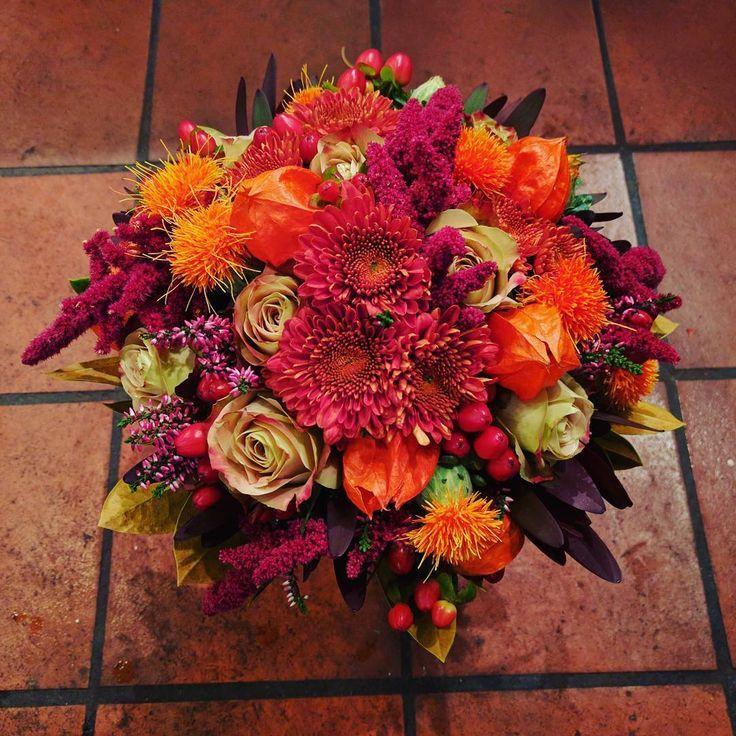 """38 likerklikk, 1 kommentarer – Botanica Blomster (@botanicablomster) på Instagram: """"Brudebukett laget i høstens prakt. Dype deilige høstfarger. Laget av Leif. #brud #brudebukett…"""""""