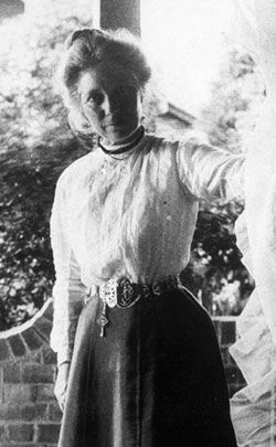 portrait of Margaret Lilian Flockton: Australian Botanical Artist