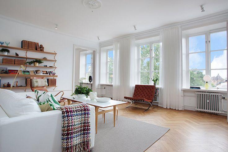 Bild Per Jansson     Åh så sitter jag och bostadssurfar lite igen. Det är ju helg och Bostad och Magasinet anländer likt en gammal snutte...