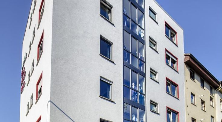 Star Apart Hotel Frankfurt am Main This 4-star hotel is situated in a convenient location, close to the Frankfurt exhibition centre and university. Star Hotel is popular with business guests and trade fair visitors, as well as leisure travellers on a city break to Frankfurt.
