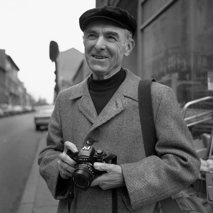 Robert Doisneau French 1912-1994 Doisneau went walking and took pictures every day of the everyday in his beloved Paris, France. The ultimate street photographer.