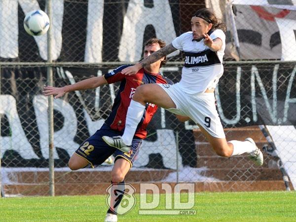 Las mejores fotos del superclásico del fútbol paraguayo, Olimpia-Cerro, disputado en el Manuel Ferreira por la segunda fecha del torneo Clausura 2012.