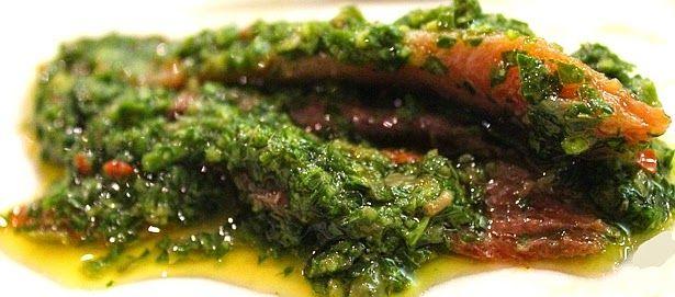 Le Acciughe alla piemontese sono un tipico antipasto realizzato lavando le acciughe e tagliandole a filetti per porle su un piatto da portata e ricop...