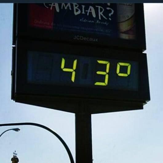 El verano no se anda con bromas en el sur de España. ¿Qué haces para combatir las altas temperaturas? ¡Cuéntanos! #Verano #Andalucia #España #Calor - http://comorigen.com/