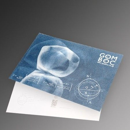 Our 3D postcard does not only depict Gömböc in 3D, but also shows several movement phases of it as an animation when the viewing angle of the card is changed. This optical effect is possible due to the use of a special printing technology called lenticular printing.