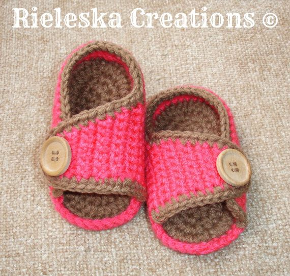 Crochet PDF Pattern- Baby Sandals-shoes  SIZES: Newborn - (3 - 6 months, 6 - 9 months).  *Worsted weight yarn and hook size: 3,50mm* …