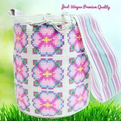 Handcrafted bags made by  wayuu in  Colombia. Worldwide shipping