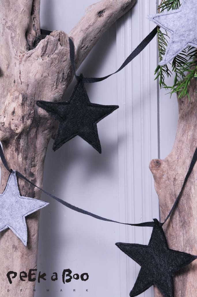 felt stars for christmas decor. Made by Peekaboo Design for the danish magazine Hendes Verden. see more on http://blog.peekaboodesign.dk/