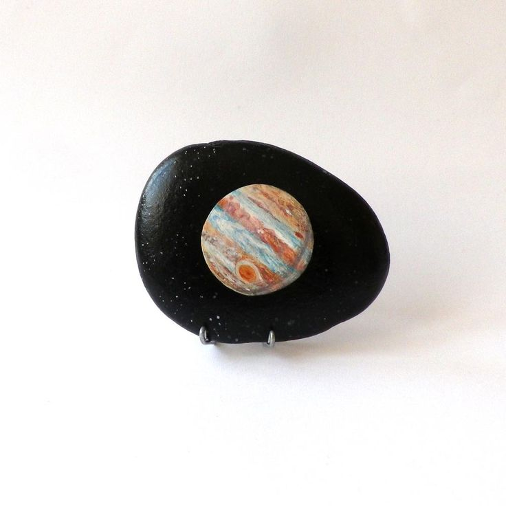 Galet peint espace, planète Jupiter