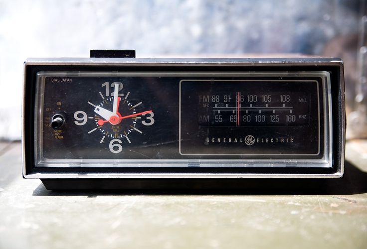 Vintage Clock Radio - GE General Electric 1970's