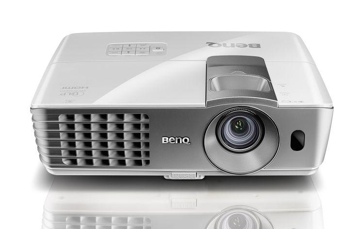 Vidéo-projecteur Benq W1070 - Occasion 500€ ! La référence du Vidéo Projecteur 3D, courte focale, 2000 lumens, disponible pour pas cher chez AlloFiestaloc Location