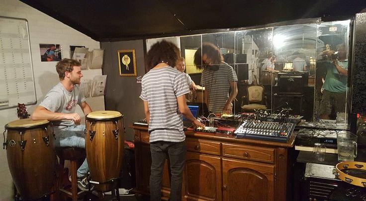 Het is cool om mee te maken hoe Jelle en Maxim hun optreden in Radion te Amsterdam in 1 van onze oefenruimtes voorbereiden